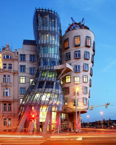 ゲーリー_Dancing House in Prague